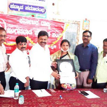 ಹೊನ್ನಾಳಿ : ಕೊರೊನಾ ವಾರಿಯರ್ ಶಶಿಕಲಾ ಅವರಿಗೆ ಸಿಐಟಿಯು ಸನ್ಮಾನ